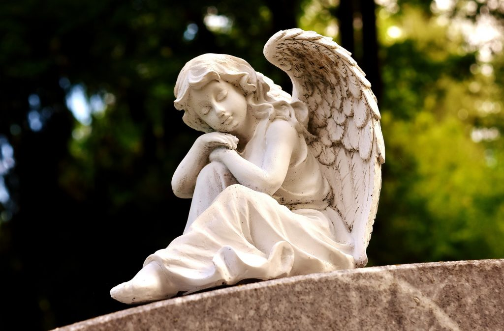 reclining angel statue (Pixabay)