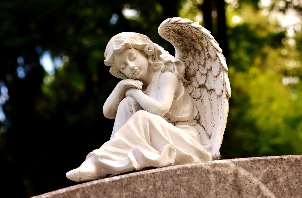 reclining angel statue (Pixabay)